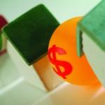 Continua la discesa dei prezzi delle case